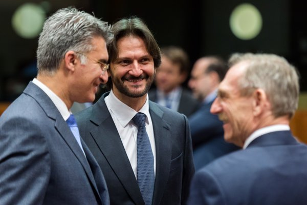 Slovenský minister vnútra Róbert Kaliňák v Bruseli s kolegami z Malty a Maďarska.