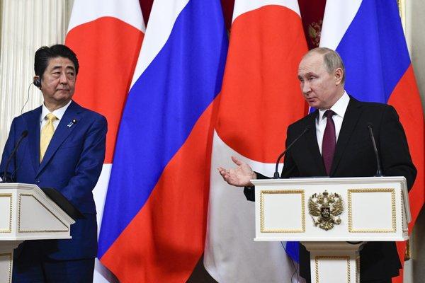 Japonský premiér Šinzó Abe rokoval s ruským prezidentom Vladimirrom Putinom o Kurilských ostrovoch 22. januára v Moskve.