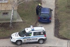 Mestskí policajti mu nasadili papuču.