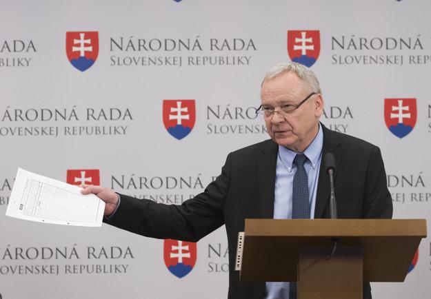 Peter Kresák počas tlačovej konferencie.