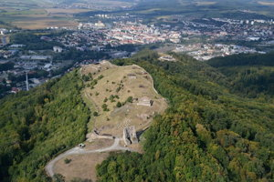 Letecký pohľad na Pustý hrad