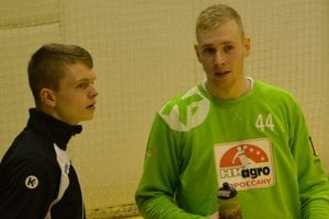 Topoľčianske brankárske duo (zľava): Adam Králik a Marek Javorček.