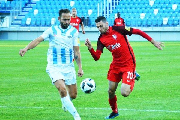 Nikola Gatarić (vpravo) bude novým spoluhráčom Tomáša Kóňu. Prestúpil zo Serede do Nitry.
