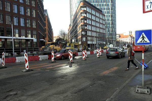 V Bratislave platia rozsiahle dopravné obmedzenia.