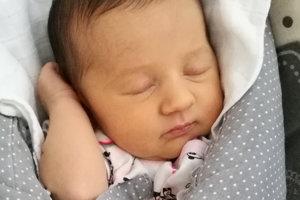 Eliška Šuttová sa narodila ako prvé bábätko rodičom Dominike a Lukášovi z Dlhej nad Oravou. Na svet prišla 24.januára, vážila 2850 g a merala 46 g.