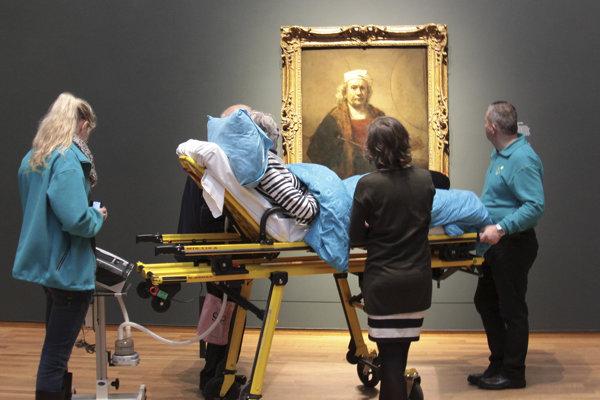 Holandská charita vozí ľudí na smrteľnej posteli do galérií, ak si to želajú.