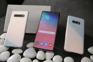 Tri nové modely Samsungu zľava Galaxy S10, S10+ a S10e.