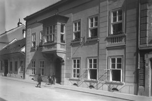 V dome na Mäsiarskej ulici prežil väčšinu detstva.