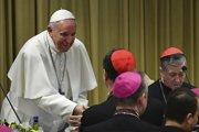 Pápež František na summite s predsedami biskupstiev.