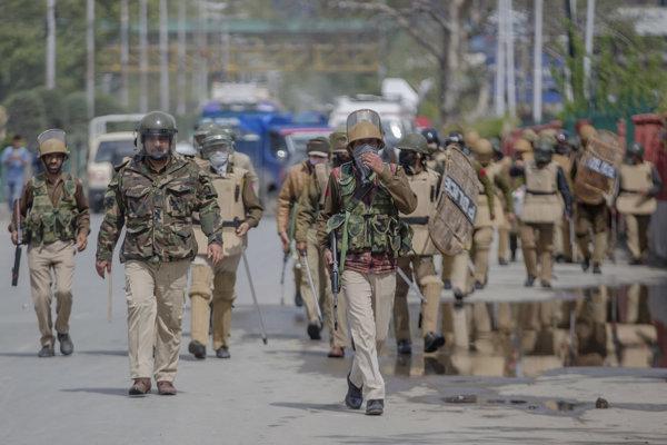Nepokoje počas študentských protestov v Kašmíre.