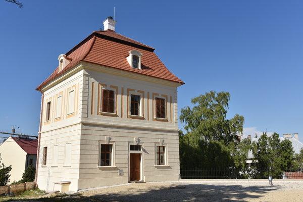 Severný pavilón kaštieľa v Chtelnici.
