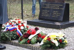 Vence a pamätník venovaný obetiam tragického výbuchu vo VOP Nováky z 2. marca 2007