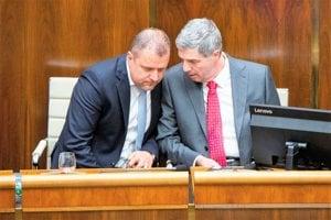 Na minulej schôdzi NR SR sa bolo očom radiť. Andrej Hrnčiar vrozhovore so straníckym šéfom Bélom Bugárom.