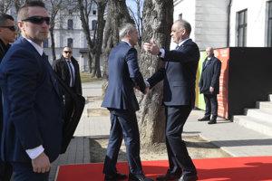 Šéf NATO Jens Stoltenberg a slovenský prezident Andrej Kiska.