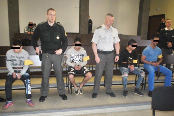 Kvarteto násilníkov na súde.