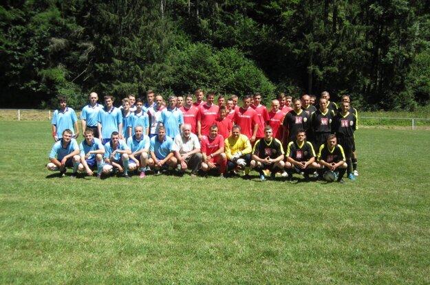 Účastníci turnaja v Čavoji.