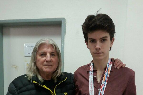 Bronzový Ondrej Malek s trénerom Trnkom.