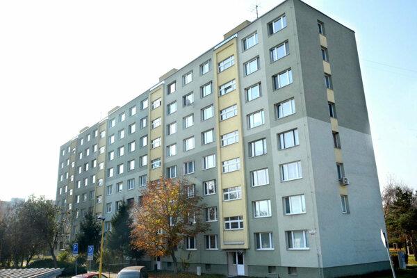 Rekonštrukcia bytovky sa, zdá sa, predraží. V hre sú stovky tisíc eur.