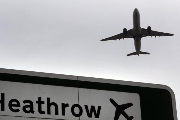 Prvú zásielku našli pri letisku Heathrow.