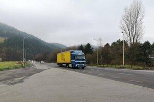 Chodci medzi Hrboltovou a Černovou riskujú každý deň.