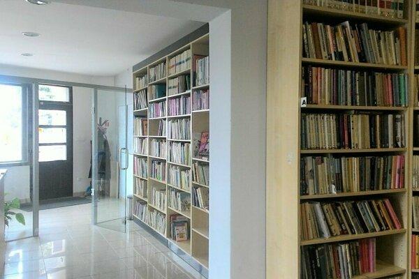 Jednou z knižníc, ktorá získala titul Knižnica roka 2018, je aj knižnica v Príbovciach.