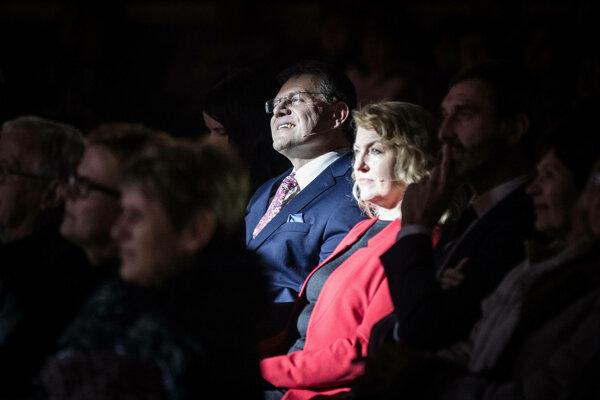 58ca0689c78ec Maroš Šefčovič s manželkou na oslavách Smeru k MDŽ v Brezne.
