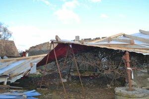 Vetrom zničený dom.