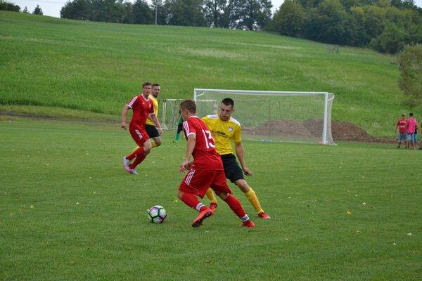Brvnište (v červenom) zvládlo proti Podmanínu aj domáci zápas.