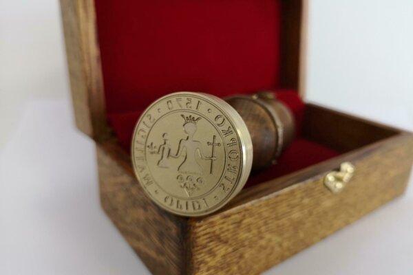 Nová pečať vychádza z historického originálu z roku 1570.