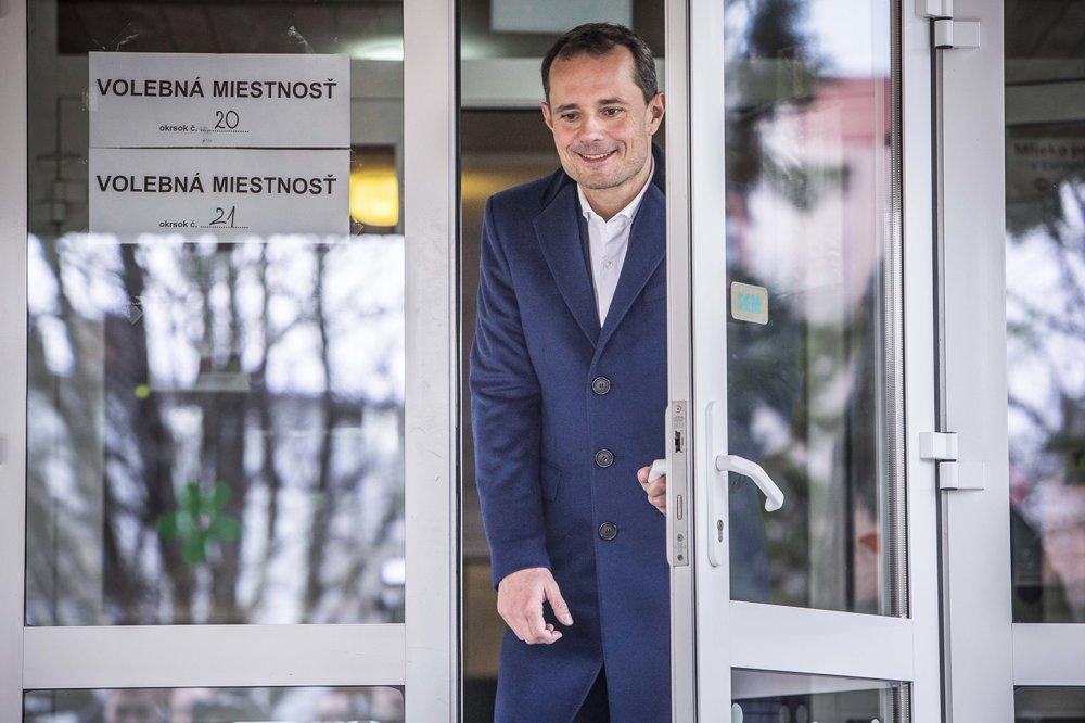 Líder Siete Radoslav Procházka odvolil v spoločnosti rodiny v Trnave.