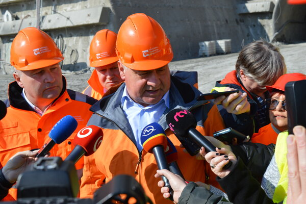 Minister dopravy a výstavby SR Árpád Érsek (Most-Híd).
