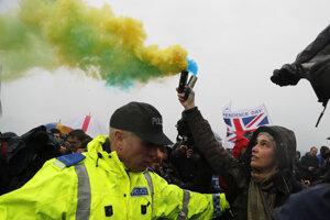 Na mieste sa stretli protestujúci dvoch táborov. Za odchod a za zotrvanie v Európskej únii.