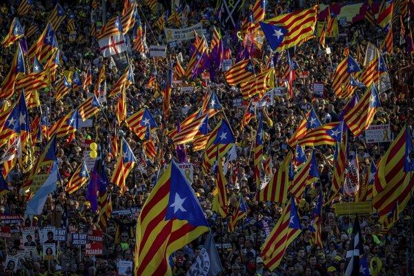 Ľudia v Španielsku protestovali.