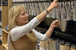 Zuzana Csériová v obchode u Vážky