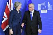 Tehresa Mayová a šéf eurokomisie Jean-Claude Juncker.