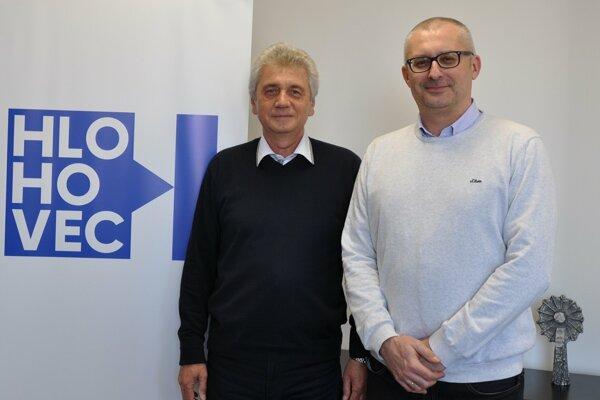 Primátor Hlohovca Miroslav Kollár (vpravo) a druhý viceprimátor Peter Dvoran.