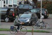 Polícia vykonáva ddomovú prehliadku v súvislosti so streľbou v Utrechte.
