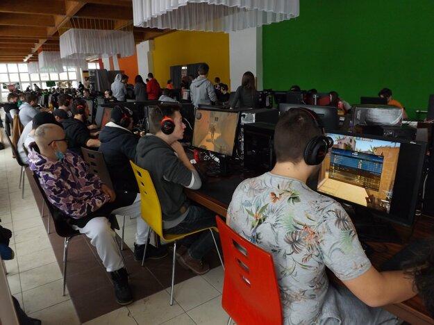 Cez víkend sa bude súťažiť v hrách Counter Strike, HearthStone, FIFA19 a Clash Royale.
