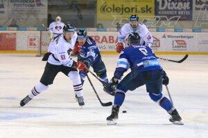 Popradským hokejistom sa proti Banskej Bystrici v základnej časti darilo.