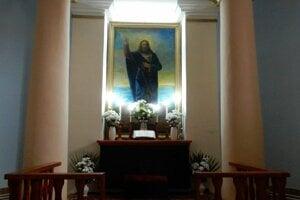Na snímke oltár v klasicistickom evanjelickom kostole v obci Kladzany