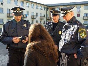 Mestskí policajti pri odhaľovaní vandalov potrebujú spoluprácu ľudí.