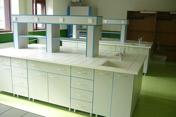 Vybavenie laboratória vNovákoch.