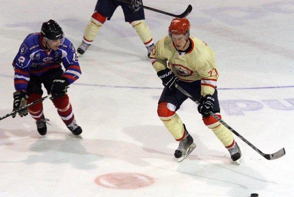 Hrdinom prvého finálového zápasu bol kapitán Dynamaxu Peter Vasiľko.