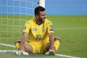 Júnior Moraes v ukrajinskom národnom drese počas zápasu kvalifikácie na EURO 2020 proti Portugalsku.