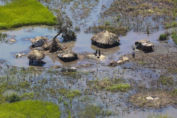 Škody po cyklóne Idai v Nhamatande približne 130 kilometrov od mozambického mesta Beira.