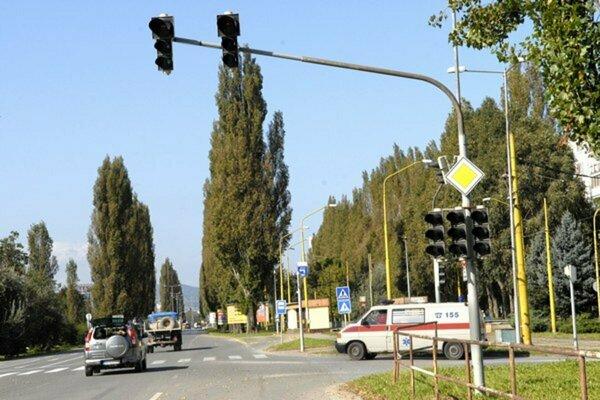 Slanecká cesta na sídlisku Nad jazerom je aj výpadovkou z Košíc smerom na Trebišov.
