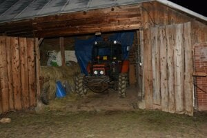 Ukradnutý traktor vrátila polícia majiteľovi.