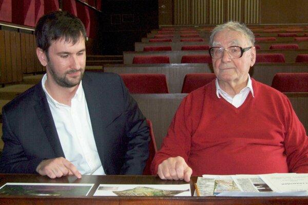 Ivan Mačura (vpravo) s poslancom Petrom Mezeiom.
