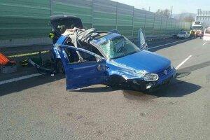 Na R1 došlo k vážnej nehode.