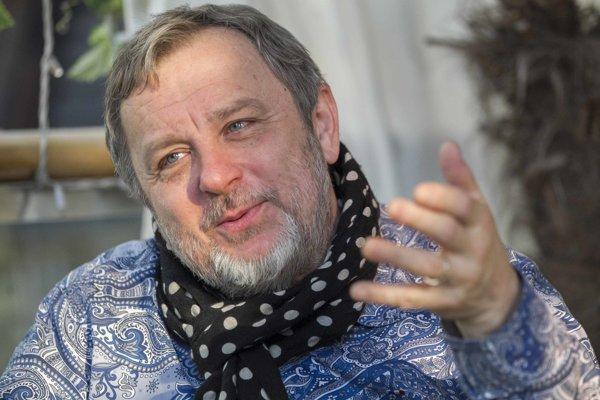 Michal Pavlíček (60) – skladateľ, spevák, textár,jeden znajlepších českých gitaristov. Spolu-pracoval sdesiatkami slovenských aj českých umelcov, je autorom mnohých scénických hudieb. Zakladal kapely Pražský výběr, Stromboli, BSP či Big Heads.